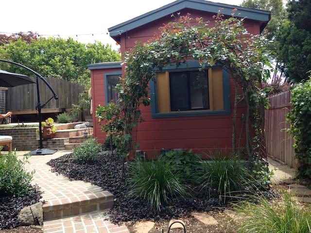 Charming Garden Cottage in North Berkeley. - Kensington - Bangalô