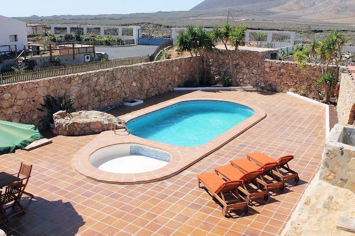 Exclusiva villa rústica - piscina, wifi, barbacoa - Casillas de Morales - Alpstuga