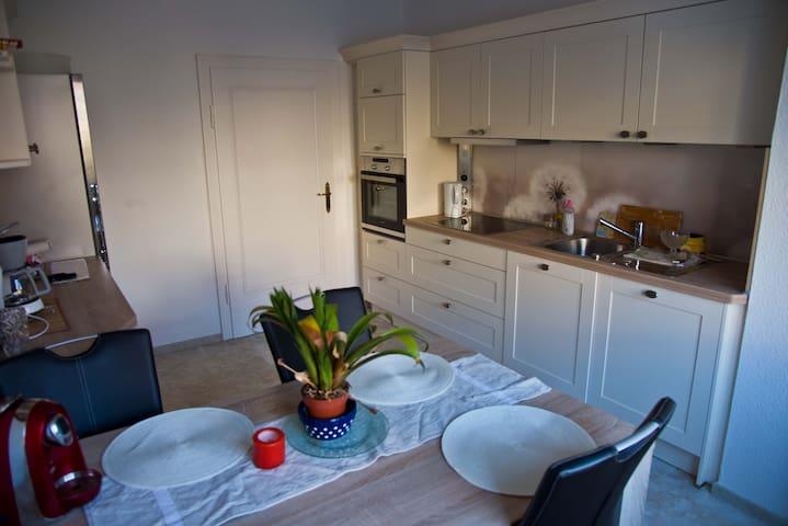 Gemütliche 2 Zmmer-Wohnung, modern, eigenes Bad - Fulda - Departamento