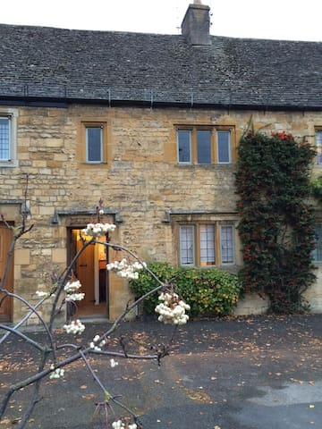 lovely high street cotswold cottage - Moreton-in-Marsh - Hus