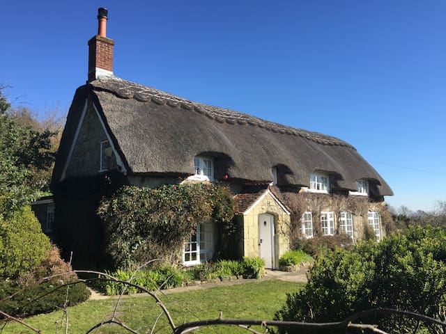 Breakers Sound, Thatched, Chocolate box Cottage - Ventnor
