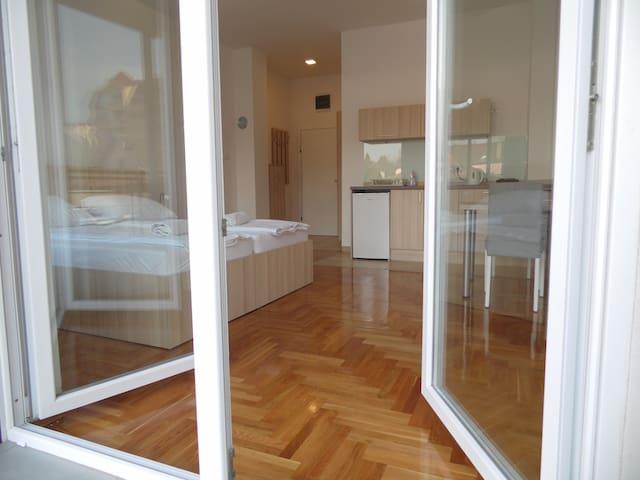 SuboticaCityCentre CaraLazara - Subotica - Appartement