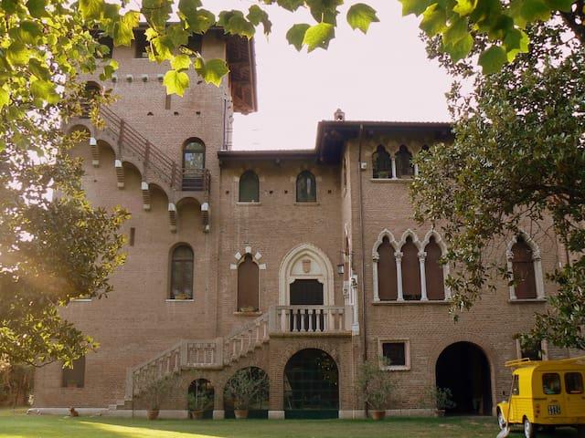 Il Castello -  Dimora del 500 - Villa Bartolomea - Castillo