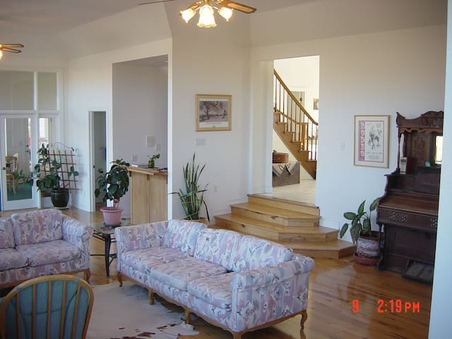 Friends & Family  - San Benito County - Bed & Breakfast