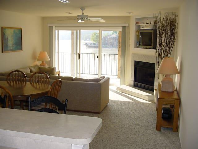 Beautiful 3BR/2BA Cedar Glen Condo - Camdenton - Appartement en résidence