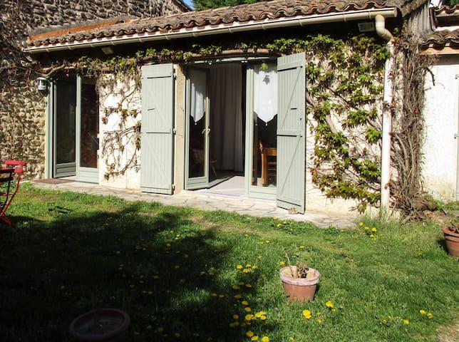 Petite maison de campagne dans parc - Montmeyran