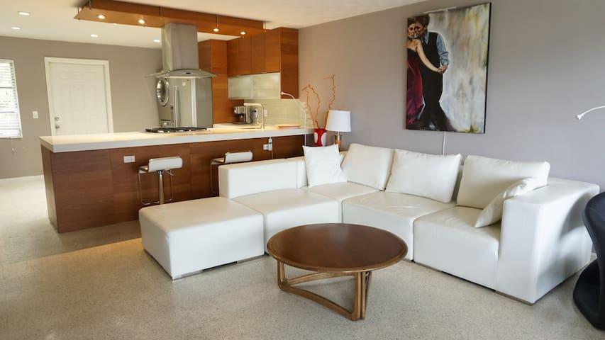 West Palm Beach Contemporary Intracoastal Condo - West Palm Beach - Apto. en complejo residencial