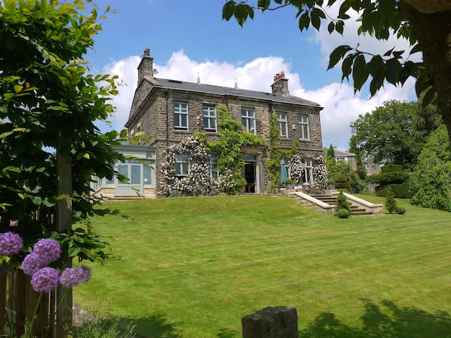Grand Victorian House - luxury B&B - Hathersage - Bed & Breakfast