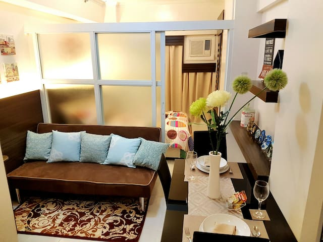 Brent's Condotel w/ Gorgeous Taal Lake View & WIFI - Tagaytay - Appartement