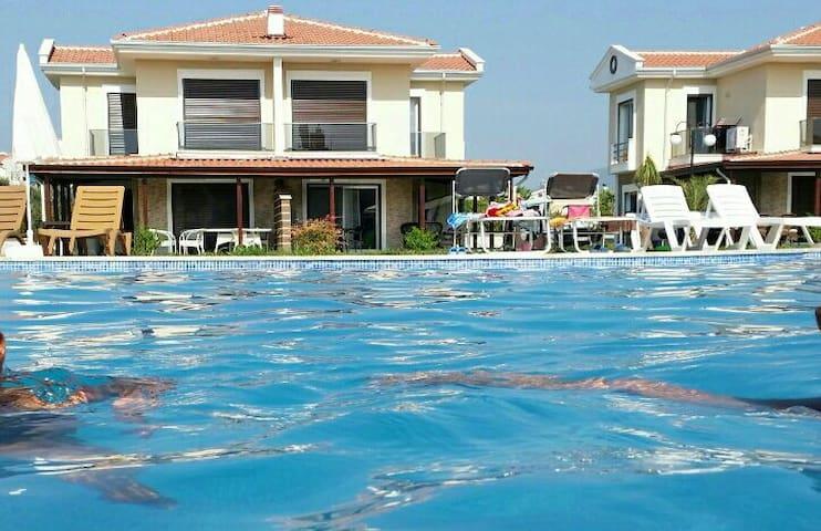Villa mit Pool in sicherer Anlage - Davutlar - Casa