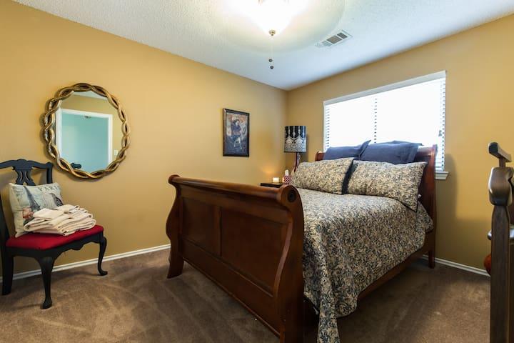 Full sized bedroom - Lancaster - Casa