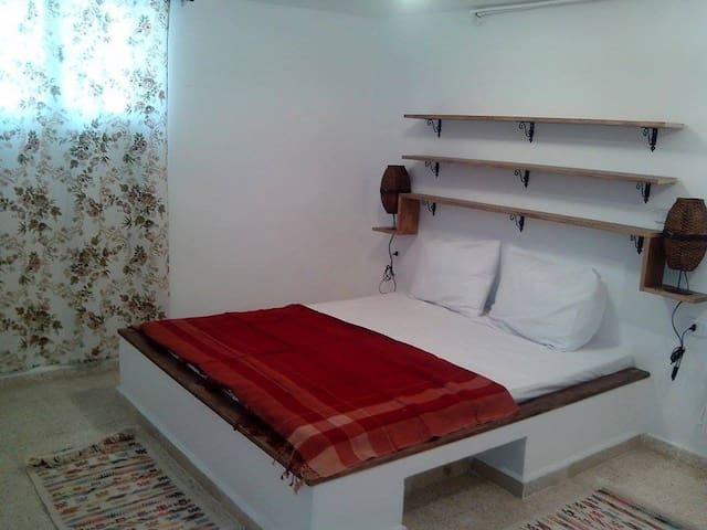 Petit studio en rez de jardin - Tunis - Leilighet