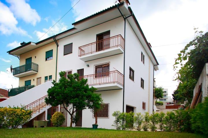 Big House With Garden in Braga - Braga - Huis