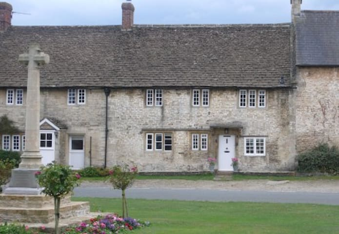 Charming Country House Nr Bath (WC) - Wiltshire