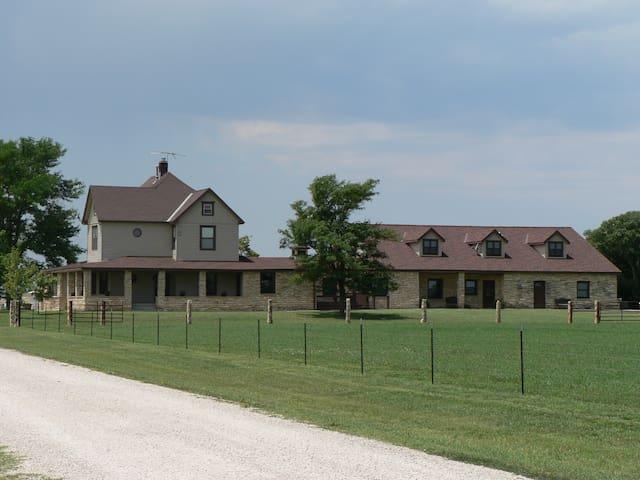 Entire Inn - C&W Ranch B&B  - Smolan - Bed & Breakfast