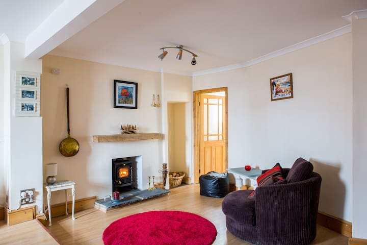 Cockle Shell Cottage - Sleeps Four - Pen-clawdd - Casa