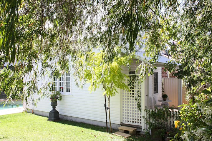 Charming cottage retreat by the bay - Sans Souci