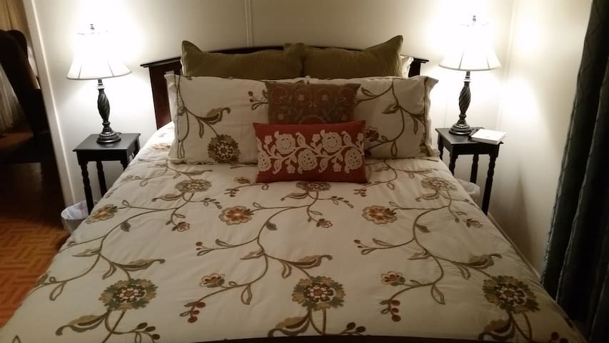 Wright-Swepston House - Wright Suite - Rosebud - Bed & Breakfast