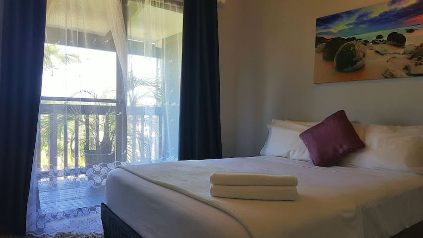 Enjoy Coastal Living - Banora Point - Huis