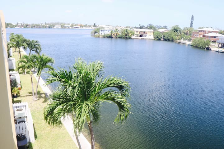 2 Bedroom Penthouse Condo with Waterfront Views - Cayo Hueso - Departamento