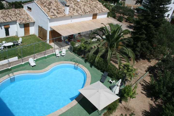 El Campillo, family country house near the beach - Navajas - Huis