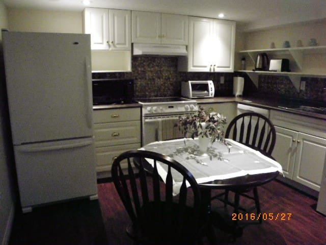 Private one bedroom apartment in family home - Guelph - Departamento