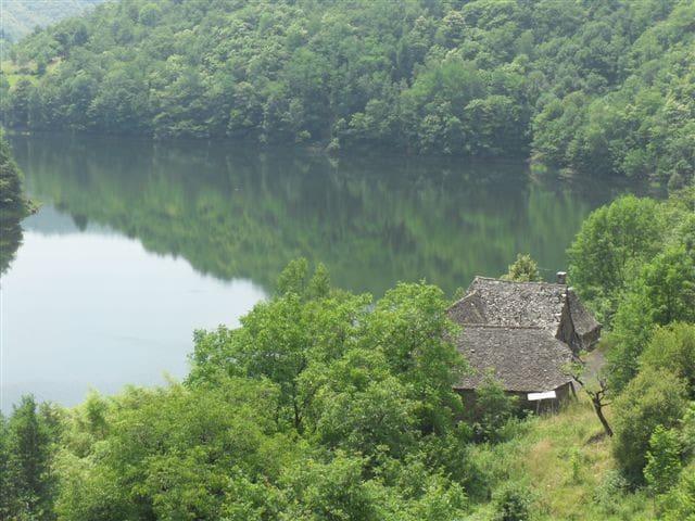 séjour insolite chez la Dame du lac - Entraygues-sur-Truyère - Huis