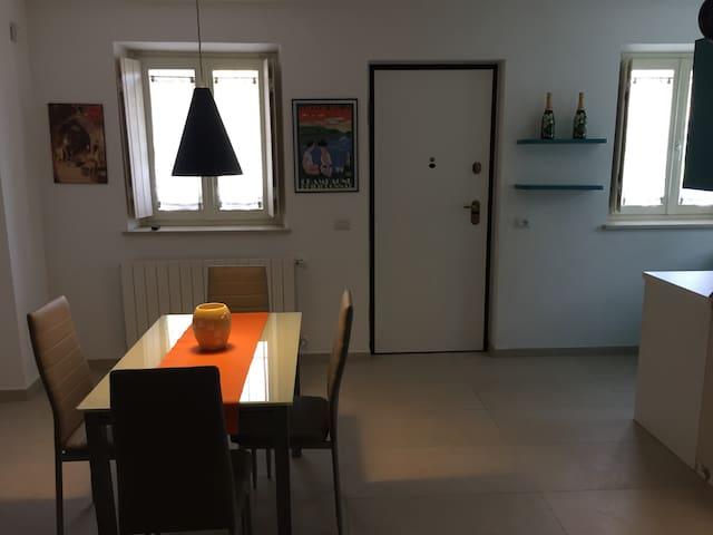 Neviglie: vineyard house - Neviglie