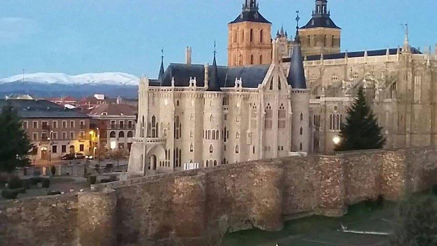 Estudio a 3 minutos del Palacio de Gaudí - Astorga - Daire