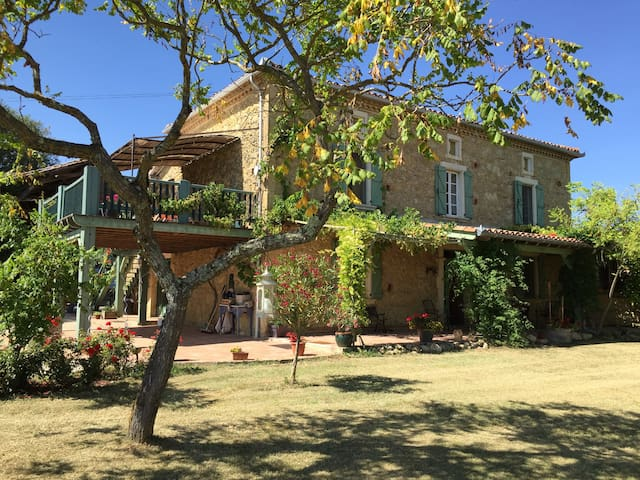 Beautiful large hayloft gite for 2-4, lovely pool - Labastide-Paumès - Daire