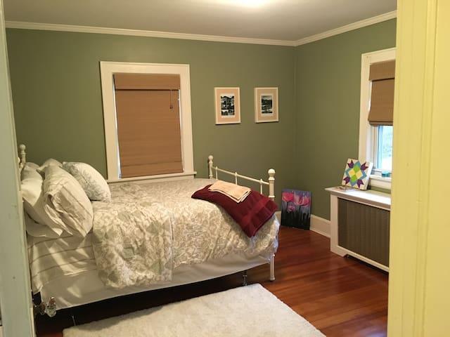 Comfy guest room near Capital Theatre - Port Chester - Hus