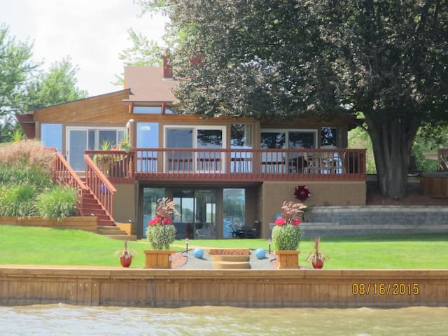 Modern Lake Fenton Executive Home... - Fenton - Hus