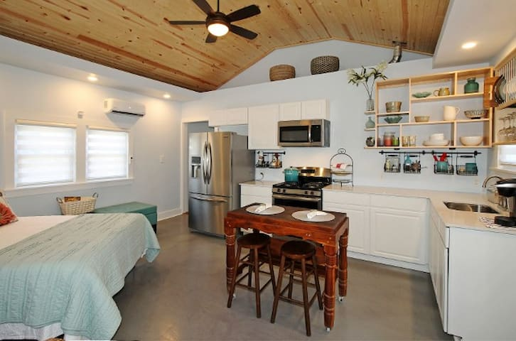 Cozy & Private Downtown Cottage by River Parks - Tulsa - Bungalow