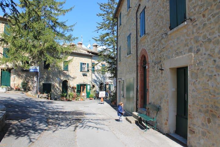 Appartamento Belvedere nel centro storico - San Leo - Leilighet