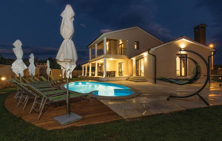 NEW!! 2016 Luxury Villa **** in central Istria - Bibići - Haus