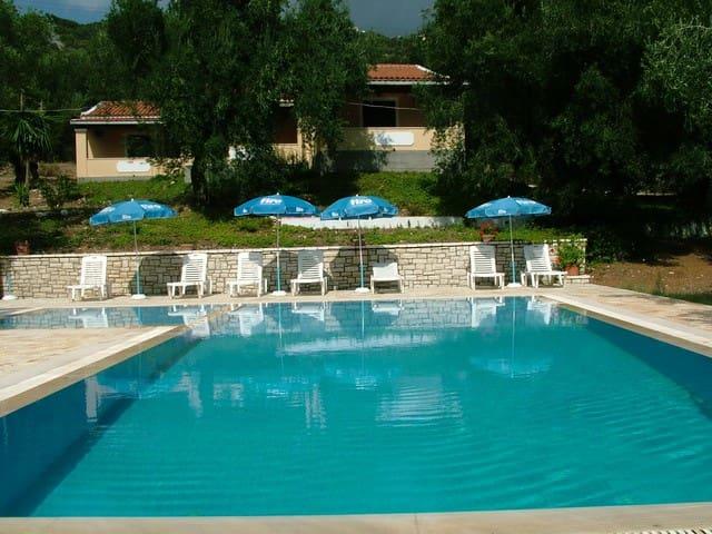 villa stefanos with pool in Glyfa - Corfu - Leilighet