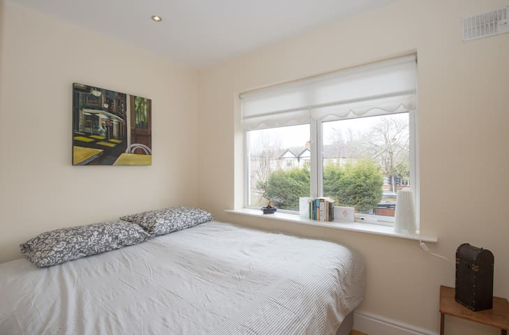 West Wing- Double bedroom / Private bathroom - Kimmage