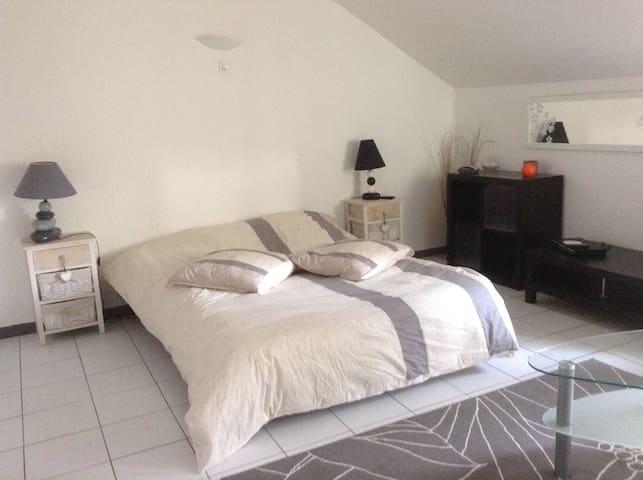 STUDIO MEUBLE LOCATION SAISONNIERE - SOUILLAC - Appartement