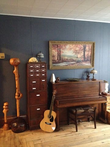 Charming Bedroom in Historic Home - Paxton