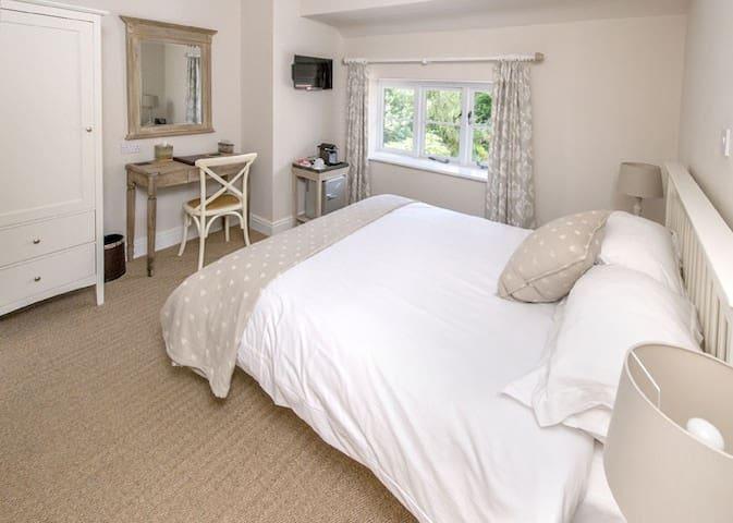 Langaller Manor House B&B - Cedar - Taunton - Bed & Breakfast