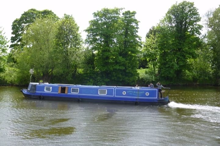 Unique Narrow Boat experince, staying on the cut - The Gloucester and Sharpness Canal