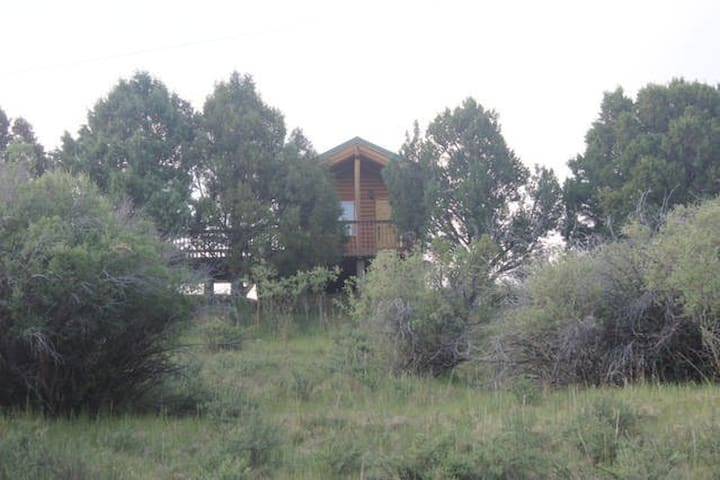 Log cabin on 280 acre Sevier River Ranch - 2 Twin beds - Hatch - Casa de campo