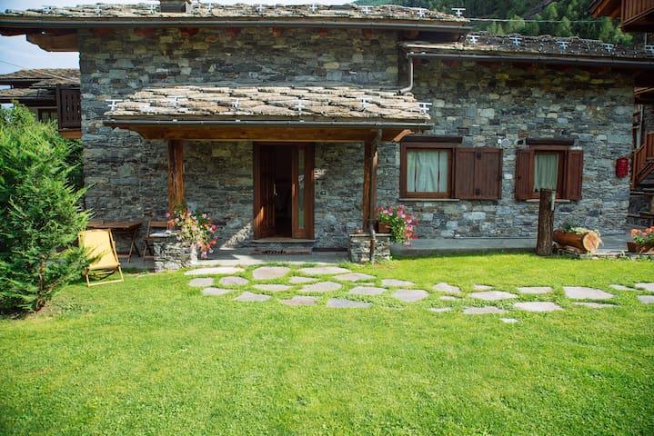 Le Petit Coeur : Villa tipica deluxe con giardino - La Salle - Villa