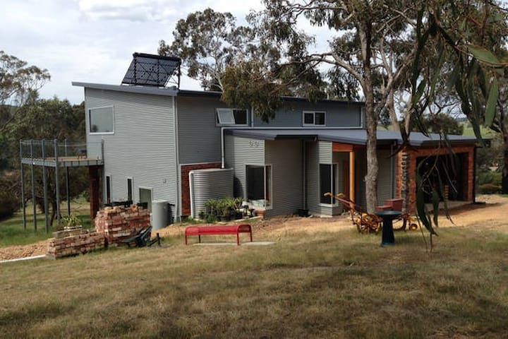 A modern house in a country setting - Kilmore East - Casa