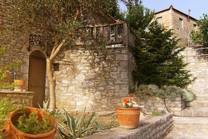 19th century unique stone-villa - Konstantini/Messinia