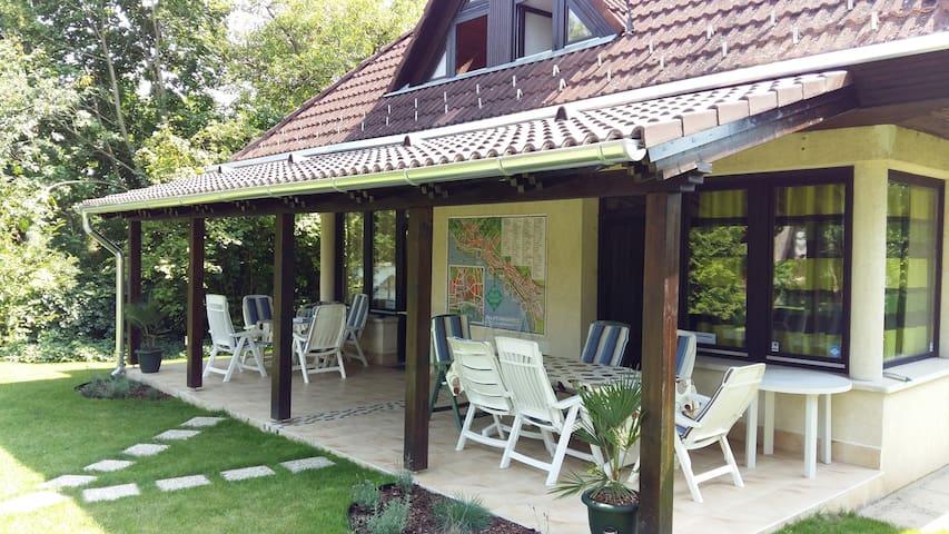 Nice holiday home with big terrace and free bikes - Balatonkenese - Lägenhet