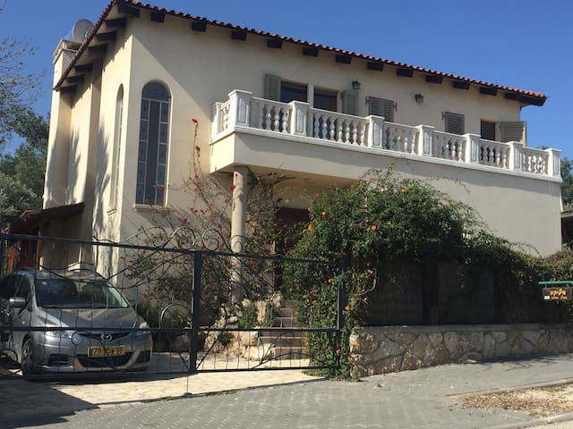 Large Villa with Saltwater Pool overlooking Forest - Eshtaol - Ev