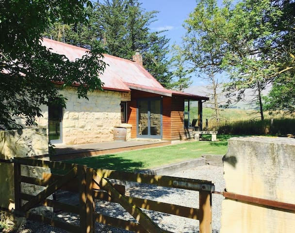 Historic 2BD RUSTIC cottage - Fairlie - Ev