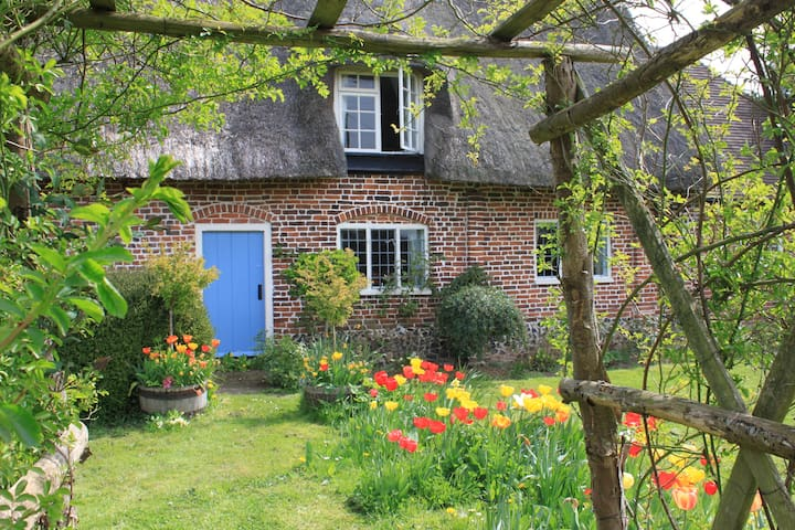 Pretty Thatched Cottage in Lovely Location - Kent - Casa