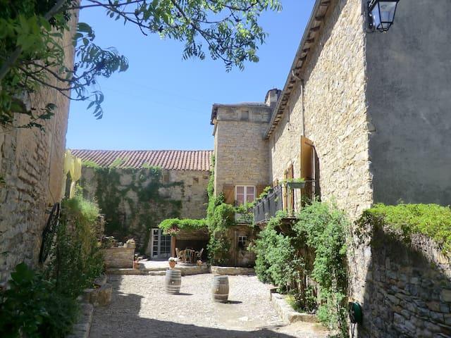 domaine d'alcapiès chambre sublime - Saint-Jean-d'Alcapiès - Bed & Breakfast
